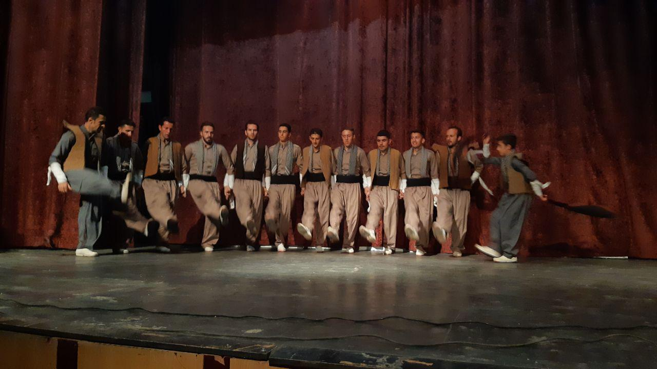لباس کوردی ارومیه دومین جشنواره رقص کُردی بانه به پایان رسید(+عکس)