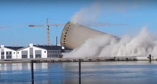 سقوط برج روی کتابخانهای در دانمارک (+عکس)