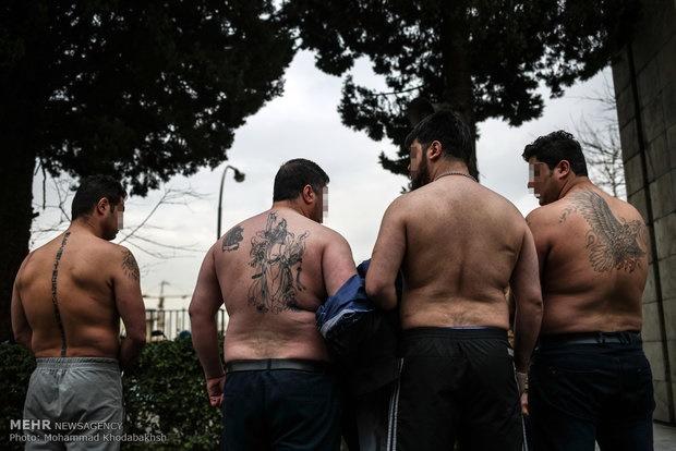 دستگیری قمه کشان در تهران که خودروها را تخریب می کردند (عکس)