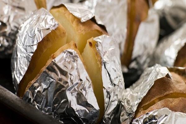 خطرات سلامت پخت و پز با فویل آلومینیومی