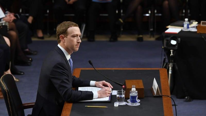 عذرخواهی مدیر فیسبوک در کنگره آمریکا