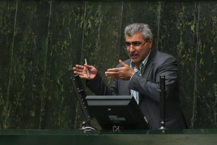 نایب رئیس کمیسیمون برنامه وبودجه مجلس: تثبيت قيمت دلار با 4200 تومان خيلي سخت است