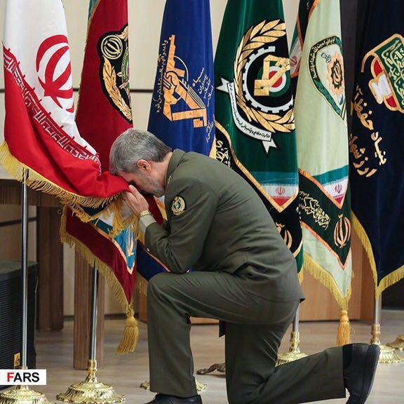 احترام وزیر دفاع به پرچم ایران (عکس)