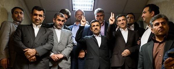 5 نکته دربارۀ حاضران و غایبان بیانیۀ اعلام برائت/  به ضرر احمدینژاد یا به نفع او؟!