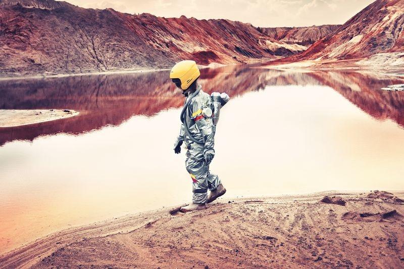 پیادهروی دختر روسی در معدن متروکه (عکس)