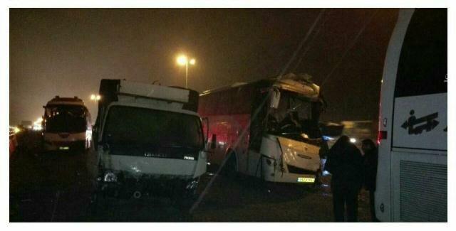 یک کشته و ۱۴مصدوم در تصادف زنجیرهای اتوبوسها با تریلی و پراید (+عکس)