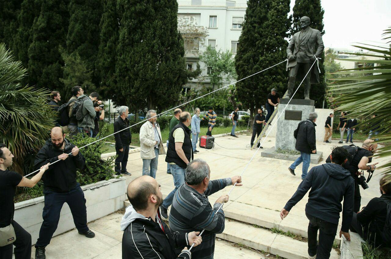 حمله به مجسمه رئيس جمهور سابق آمريکا در يونان (+عکس)