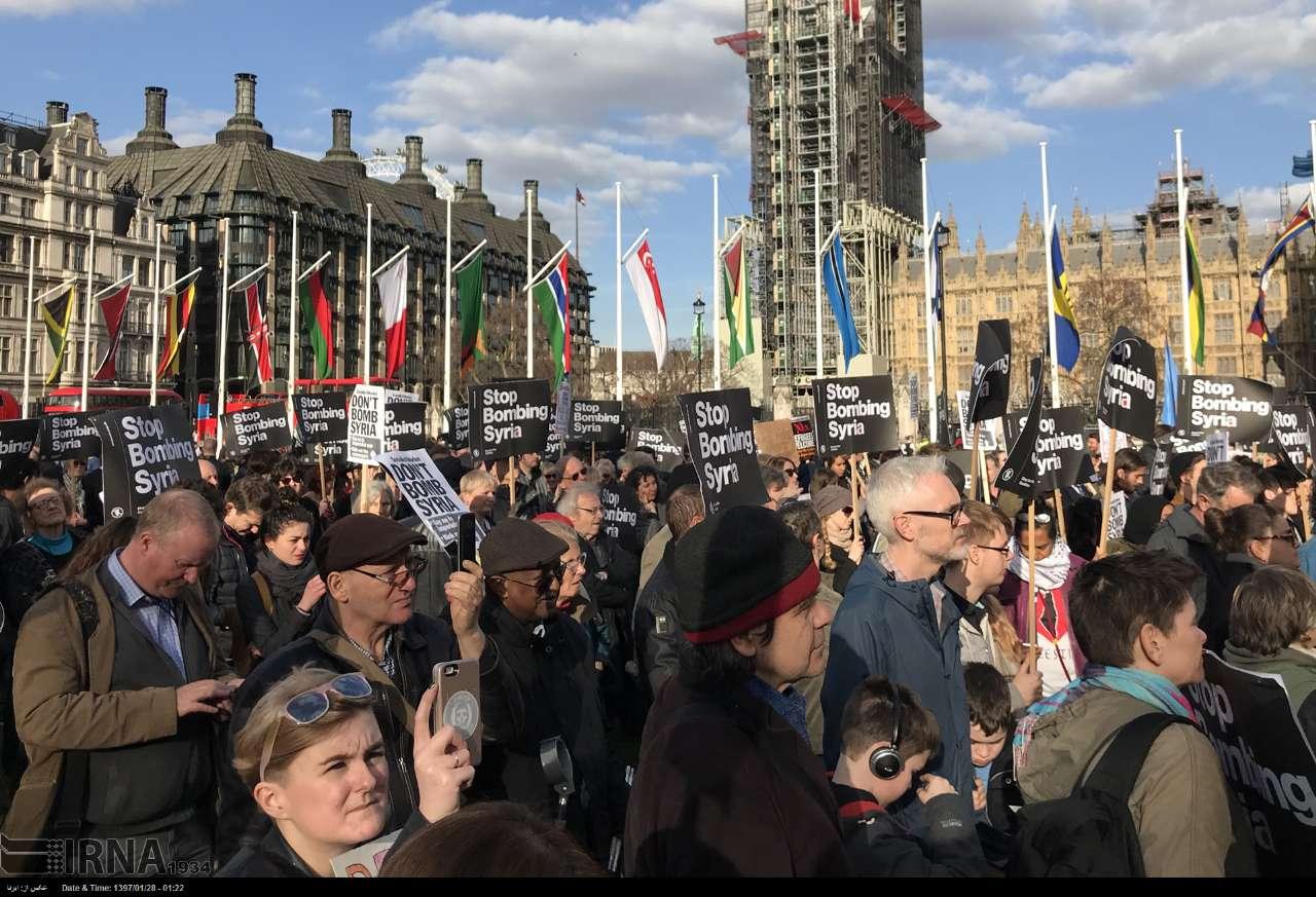 تجمع مقابل پارلمان انگلیس در اعتراض حمله به سوریه