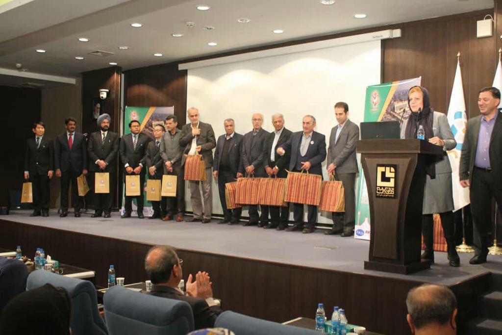صبح امروز دومین کنگره بینالمللی فوتبال کلینیک به میزبانی ایرانمال آغاز به كار كرد