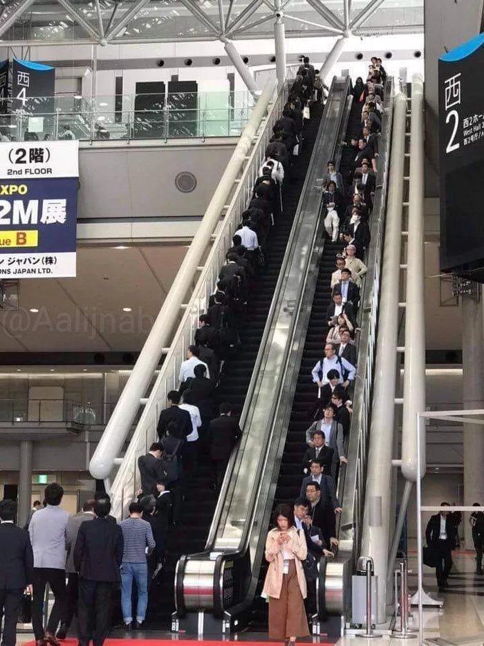 فرهنگ استفاده از پله برقی در ژاپن (عکس)