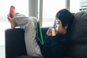 با فرزند تنبل خود چگونه رفتار کنیم: معرفی روش کاربردی