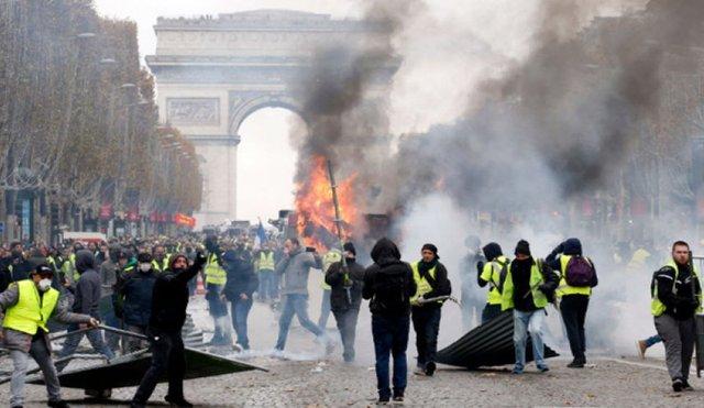 درگیری شدید معترضان با پلیس در فرانسه