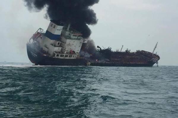 یک نفتکش در آبهای هنگ کنگ منفجر شد (+عکس)