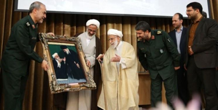 تقدیر سپاه از 40 سال مجاهدت آیت الله جنتی (+عکس)