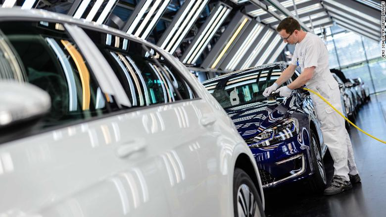 فروش کند الکتریکیها چالش برانگیز است/ فروش 10.8 میلیون خودرو فولکس واگن در سال 2018