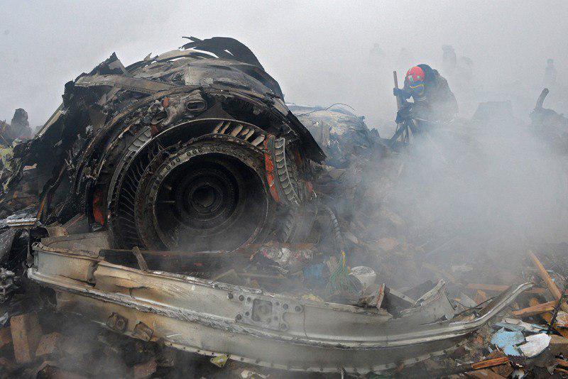 سقوط بوئینگ قرقیزستانی در نزدیک کرج / هواپیما در فضای باز یک محوطه مسکونی آتش گرفته است (+فیلم و عکس)