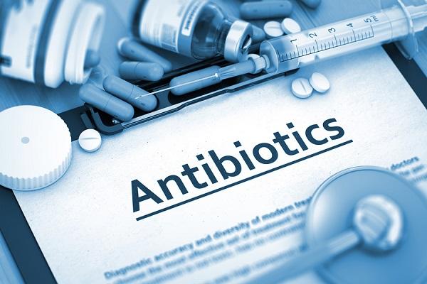 از عوارض جانبی مصرف آنتی بیوتیکها