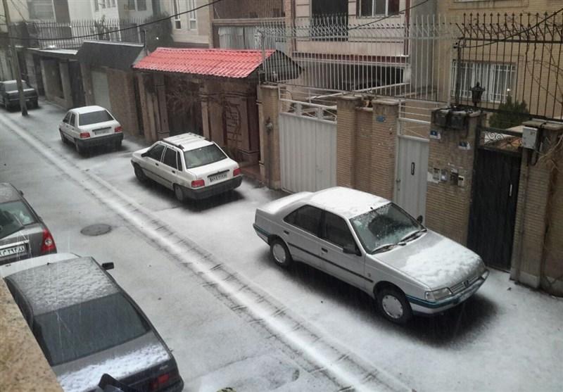 بارش تگرگ در تهران/ افزایش ترافیک در تمامی معابر
