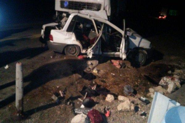 3 کشته در تصادف پراید و کامیون در جاده ساوه - همدان (+عکس)