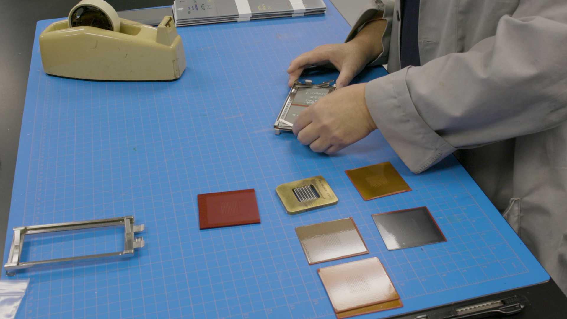 تست دوام رنگ در محفظه خورشیدی نیسان