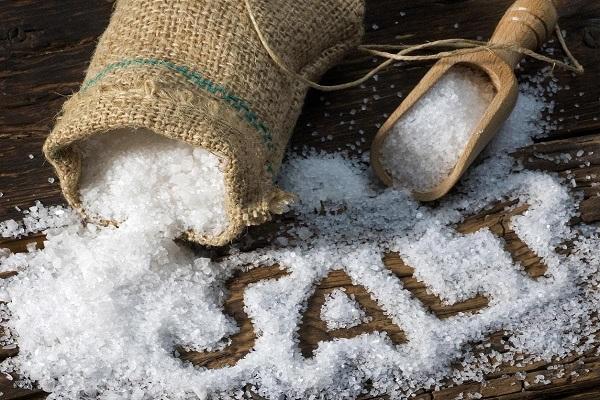 علائم و نشانههای مصرف بیش از حد نمک