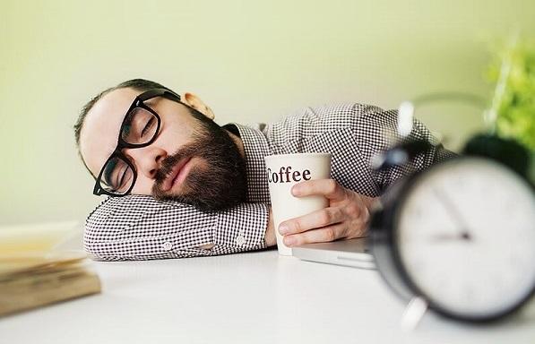 خواب روز کِی، چقدر و چگونه باشد؟ 7 توصیه کاربردی از دو بنیاد علمی در آمریکا