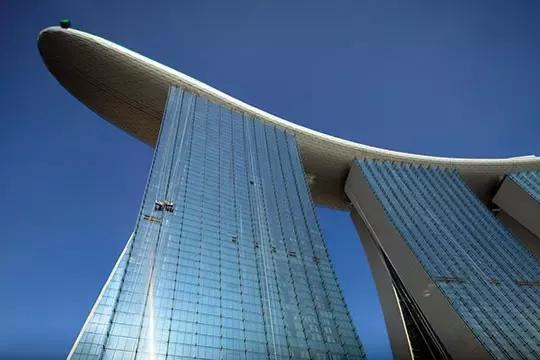 طولانیترین سقف معلق در جهان (+عکس)