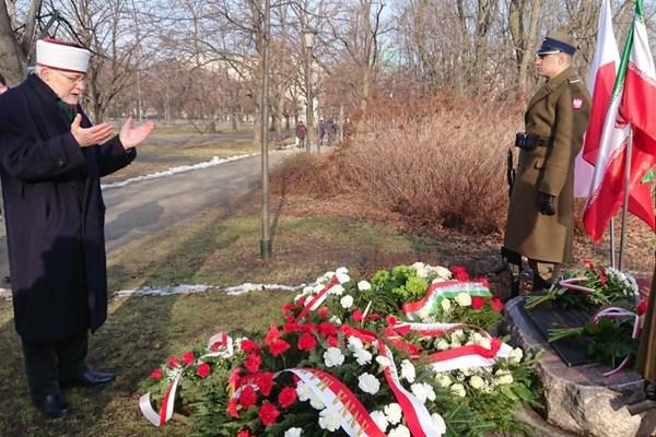 قدردانی از مهمان نوازی ایرانیان از آوارگان لهستانی در ورشو (+عکس)