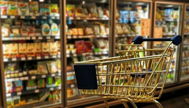 90 دقیقه گفتوگو/ شما ترجیح میدهید از این فروشگاههای زنجیرهای خرید کنید یا مغازههای کوچک؟