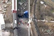 تصاویر هوایی از تصادف قطار با تریلی ۱۸ چرخ (فیلم)