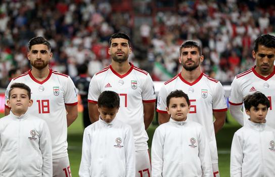 شلوار جینِ استخدام تا سرود ملی بازیکنان؛ لطفا بیخیال شویم