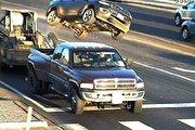 تصادف عجیب وانت با خودرو راهسازی (فیلم)