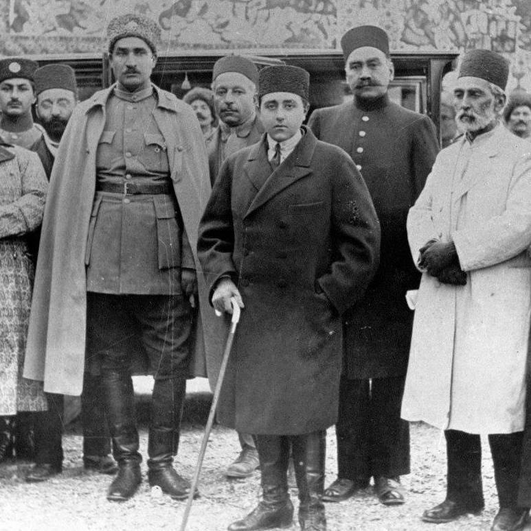 احمد شاه؛ پولدوست آری، وطنفروش نه