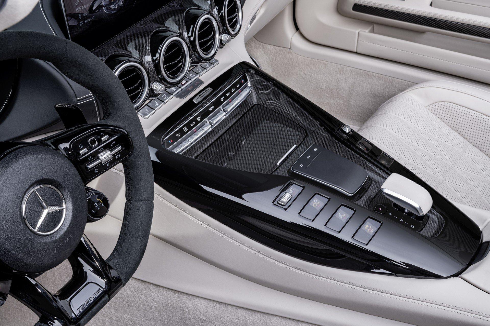 رودستر GT R  بنز با بیشینه  سرعت 317 کیلومتر/ 750 دستگاه از این خودرو ساخته میشود