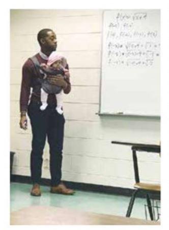 تدریس در دانشگاه با فرزندی در آغوش (+عکس)