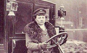 اولین راننده تاکسی زن دنیا (عکس)
