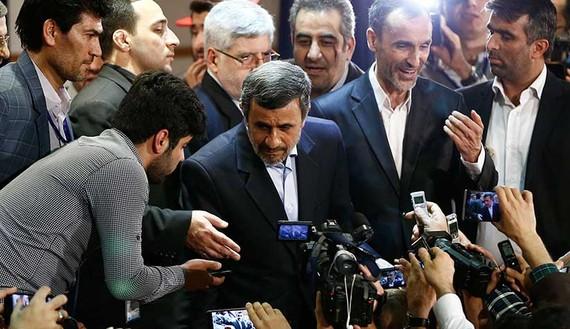 روحانی و اصلاحطلبان از احمدی نژاد یاد بگیرند