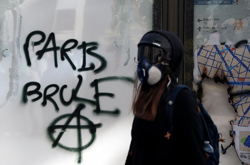 تظاهرات هجدهم جلیقهزردها؛ شانزهلیزه در آتش اعتراض سوخت (عکس)