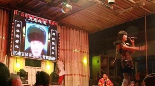 آداب و رسوم عجیب برخی چینیها در مراسم مرگ!