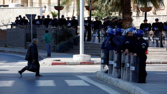 اعتراضات در الجزایر به دوره پنجم ریاست جمهوری بوتفلیقه / بازداشت دهها نفر