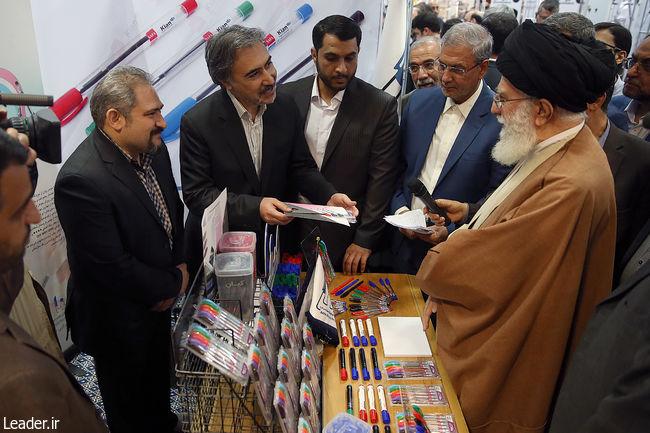 بازدید مقام معظم رهبری از نمایشگاه کالای ایرانی (+عکس)