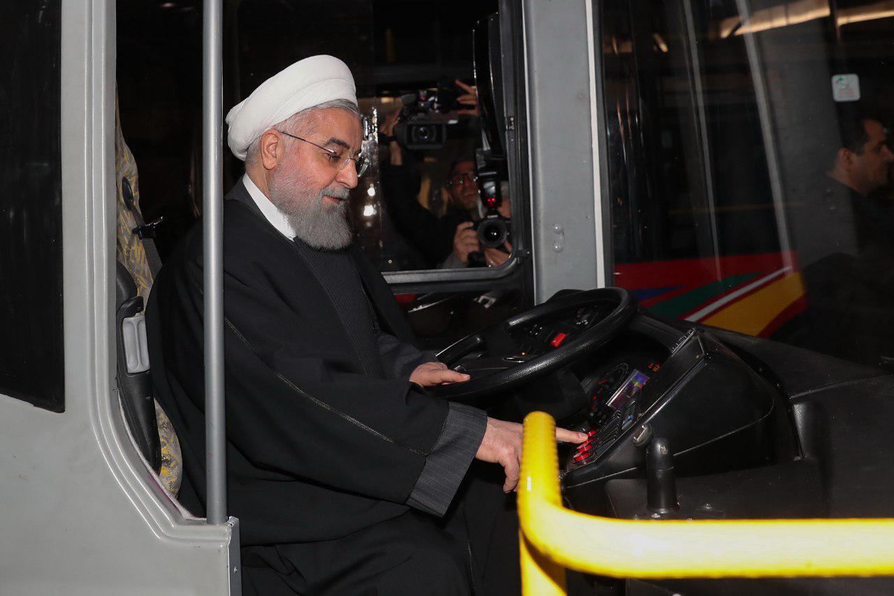 آقای روحانی! با چرخهای پنچر، نمیشود در جاده پرچاله رانندگی کرد