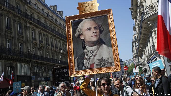 دهها هزار فرانسوی علیه مکرون به خیابانها رفتند