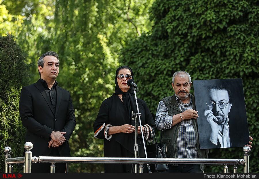 مراسم بدرقه ناصر چشمآذر: او را به تلویزیون راه ندادند/ بابا حقت را می گیرم/ ناصر چشمآذر را ما کشتیم