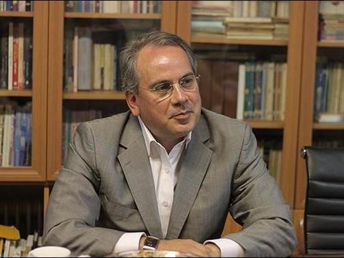 از خودمحوری و خودخواهیها خارج شویم/ در ایران گردش قدرت نداریم؛ 4 هزار نفر داریم که ثابت اند/ حاکمیت نباید صاحب قدرت اقتصادی باشد