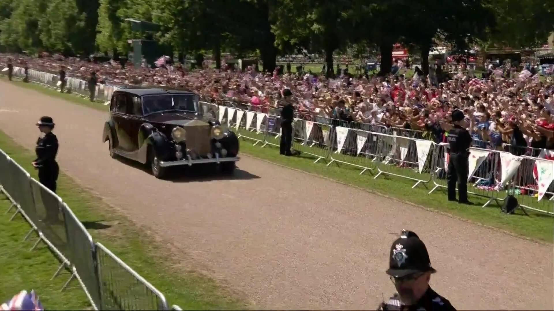 هر آنچه در مورد ماشین عروس انگلیسی نمیدانید/ خودروی ملکه الیزابت دوم زیر پای عروس جدید بریتانیا