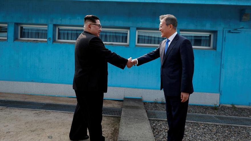 شش دست دادن تاریخی بین رهبران سیاسی دنیا (+عکس)