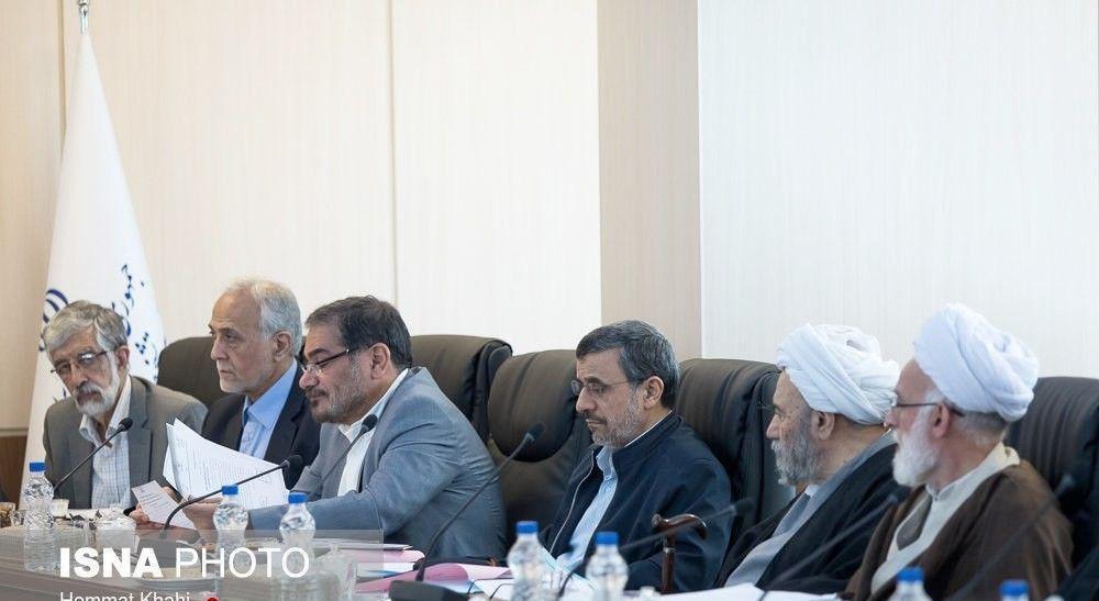 محمود احمدینژاد در جلسه مجمع تشخیص مصلحت نظام/ نگاه خاص حدادعادل (عکس)