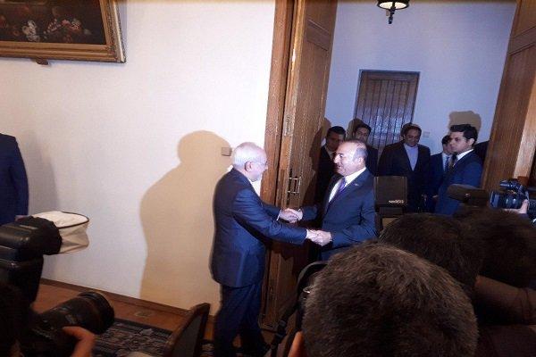 دیدار ظریف با وزیر خارجه ترکیه (+عکس)