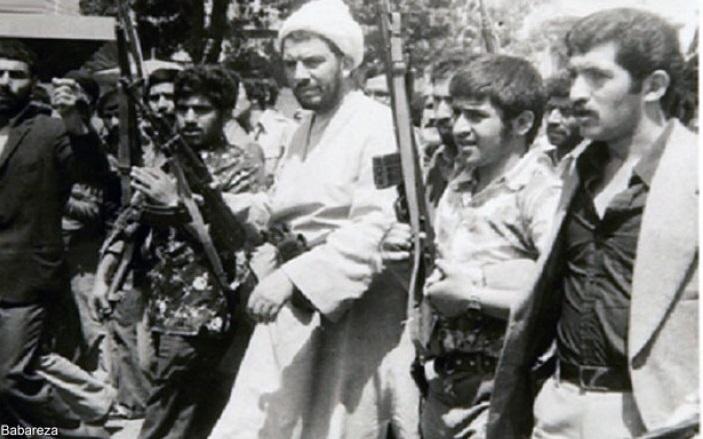 11 فراز سینمایی درباره امام جمعه ای که می گفت: دست آخوند باید به جیب خودش باشد